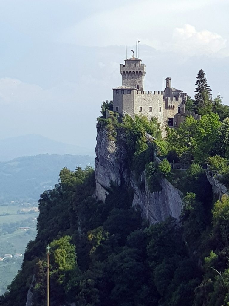Der Monte Titano mit einem seiner 4 Festungstürme